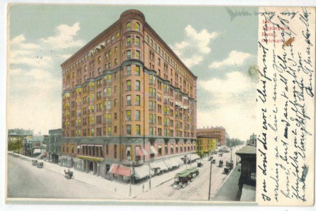 El hotel Lexington como se muestra en una postal alrededor de 1906